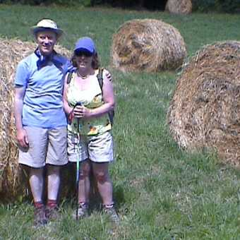 Tony & Bridget in Tuscan field