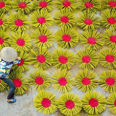 Incense giving, Vietnam