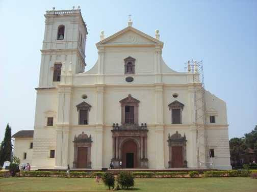 Se Cathedral / Golden Bell, Old Goa