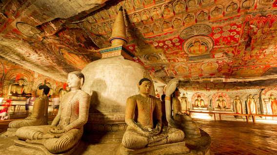 Buddha statues in Dambulla Cave Temple
